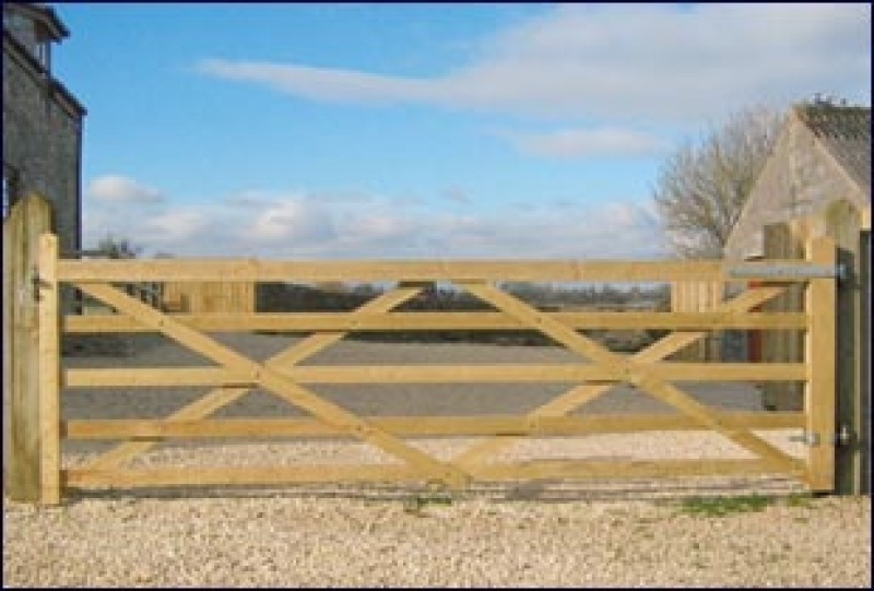 Tanalised timber field gate oakdale fencing for Tanalised timber decking